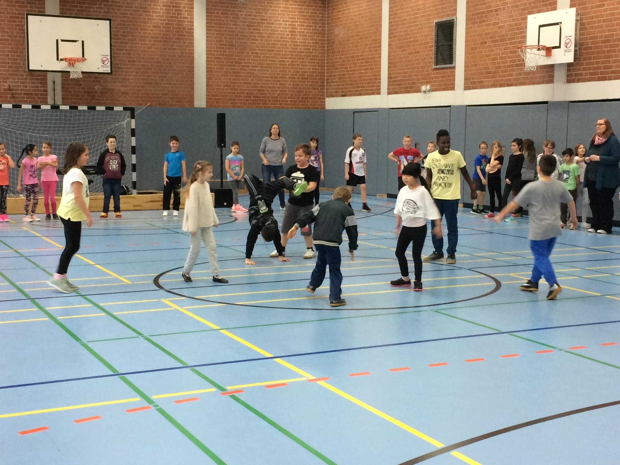 Freestyle-Tanz der Dritten und Vierten